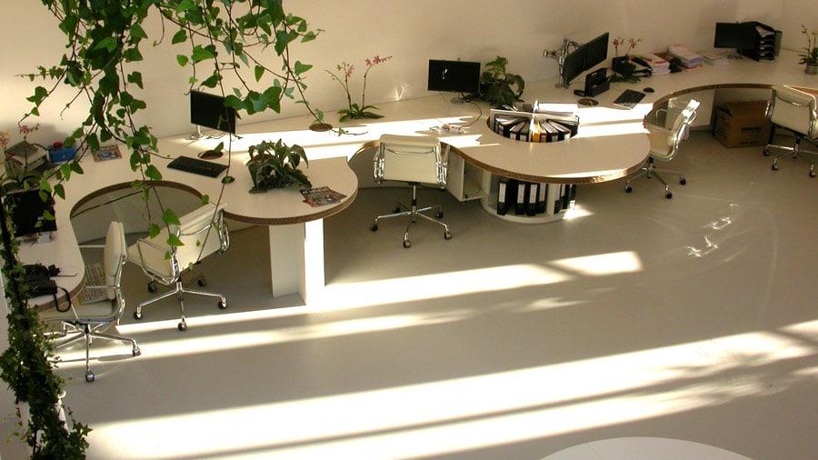 beton gietvloer op kantoor